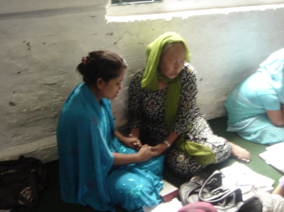 Una praying with a younger woman